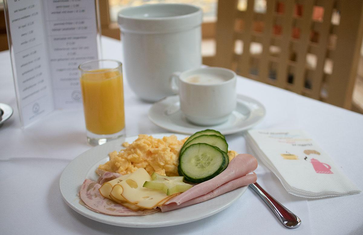 SEMI-Baby--und-Kinderhotel-in-Lutzmannburg-frühstück-mit-ei-und-schinken