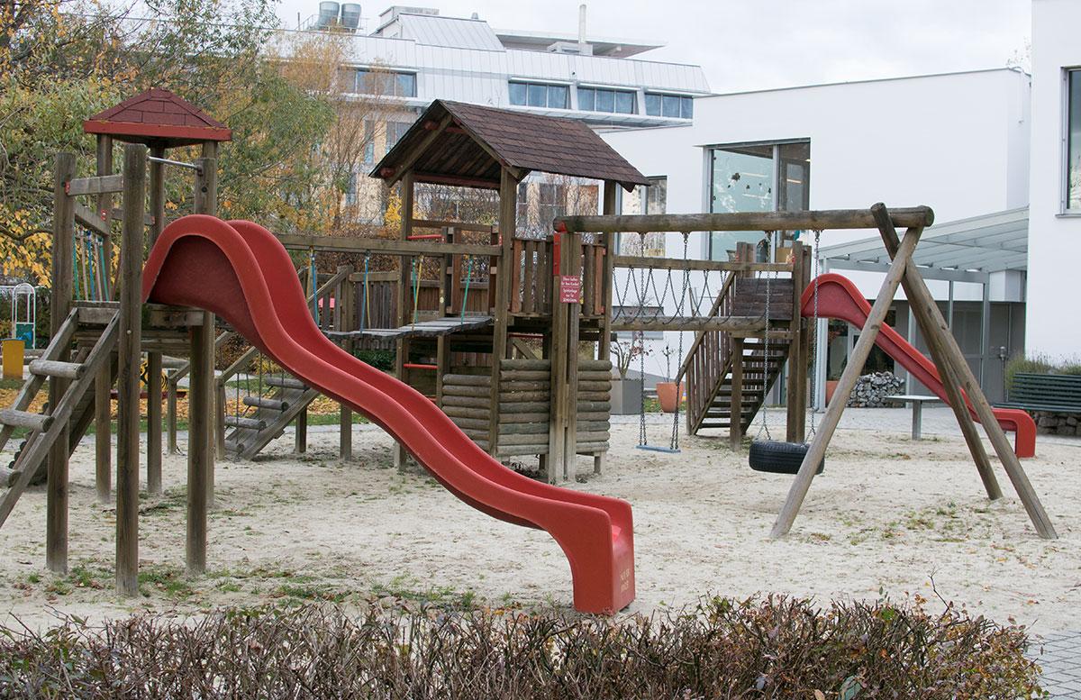 4 Sterne Superior SEMI Baby- und Kinderhotel in Lutzmannburg spielplatz