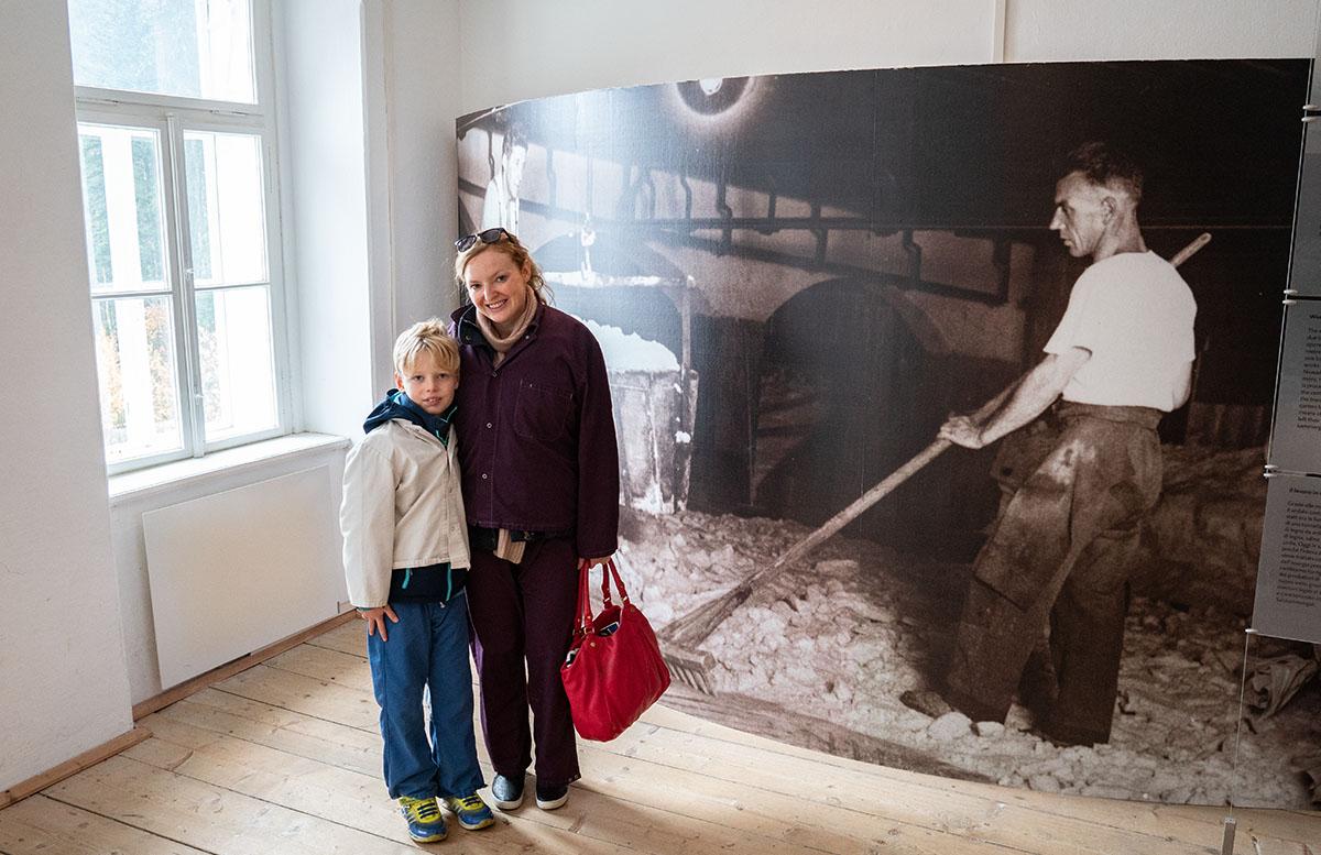 Salzwelten Hallstatt - Das älteste Salzbergwerk der Welt bergwerk foto mama sohn