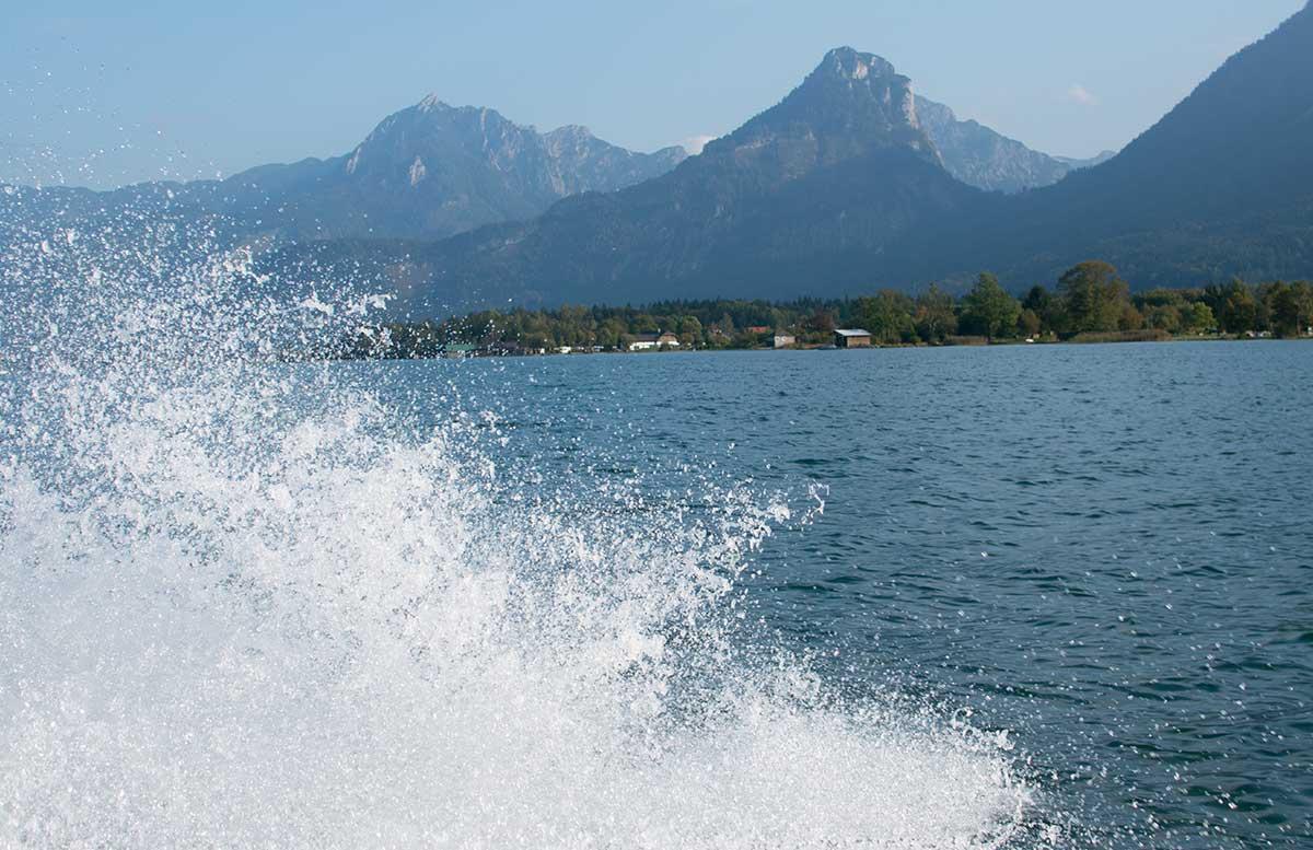 Schafbergbahn-und-Speedboot-fahren-am-Wolfgangsee-wasserspritzer