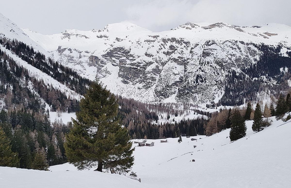 Schneeschuhwanderung-zum-Obernberger-See-berglandschaft