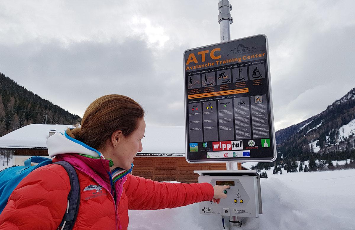 Schneeschuhwanderung-zum-Obernberger-See-lawinen-trainingscenter