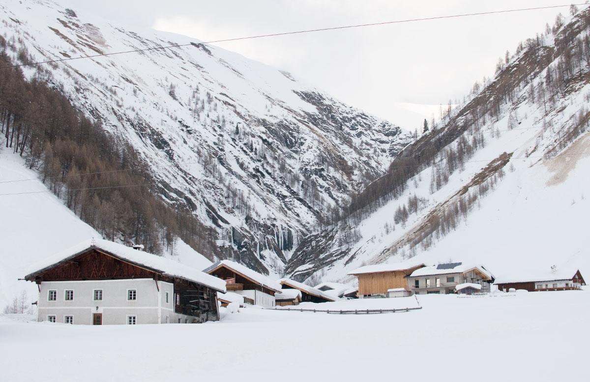 Schneeschuhwanderung zum Obernberger See wandern hütte haus