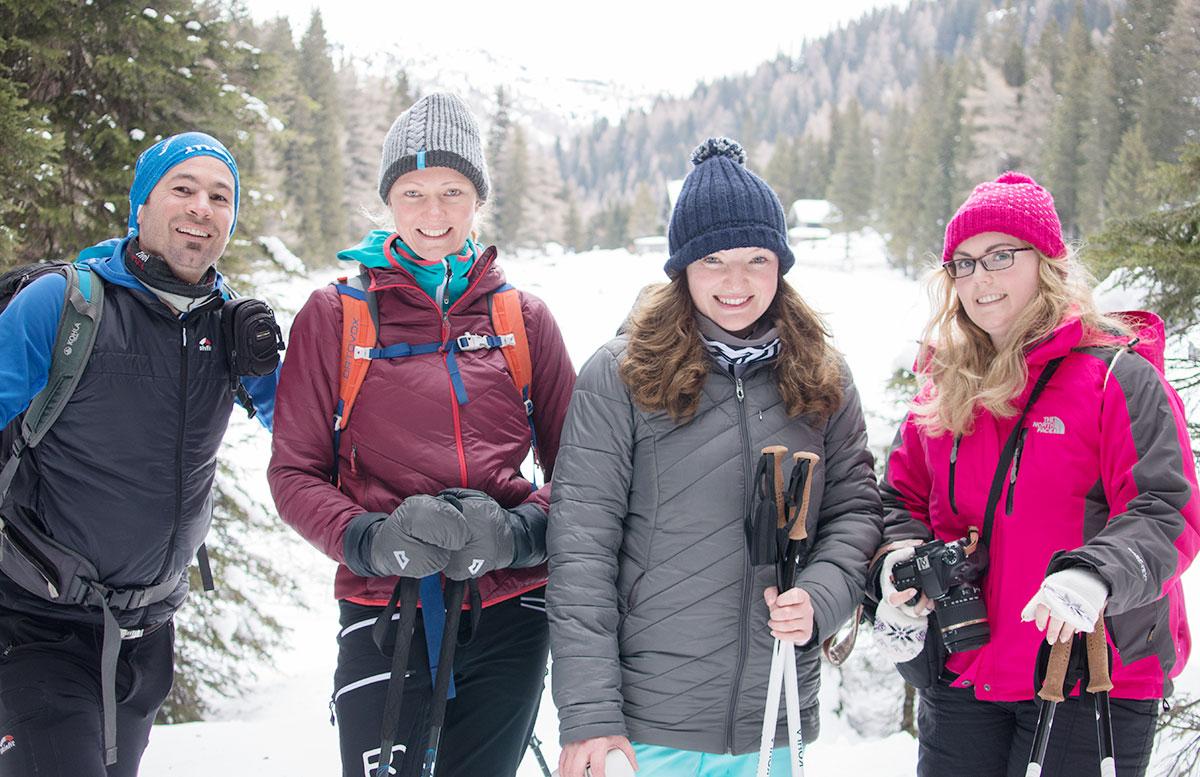 Schneeschuhwanderung zum Obernberger See wandern gruppe
