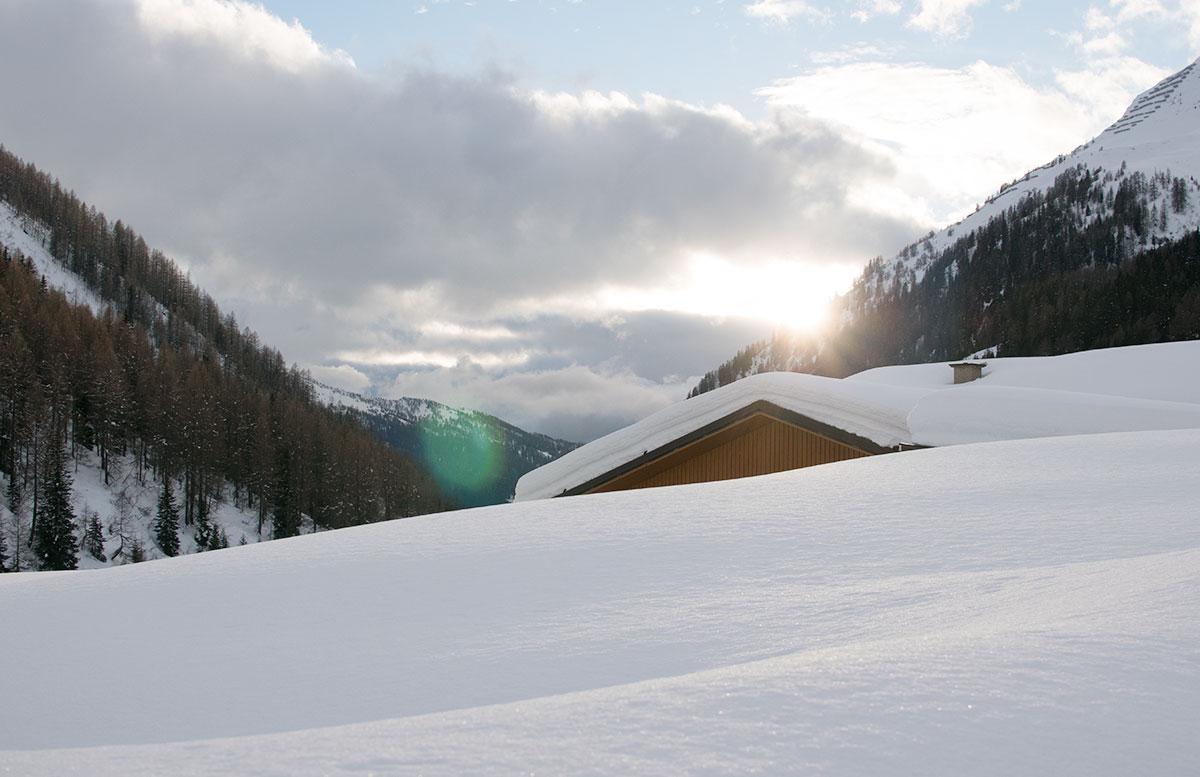 Schneeschuhwanderung zum Obernberger See wandern sonnenuntergang