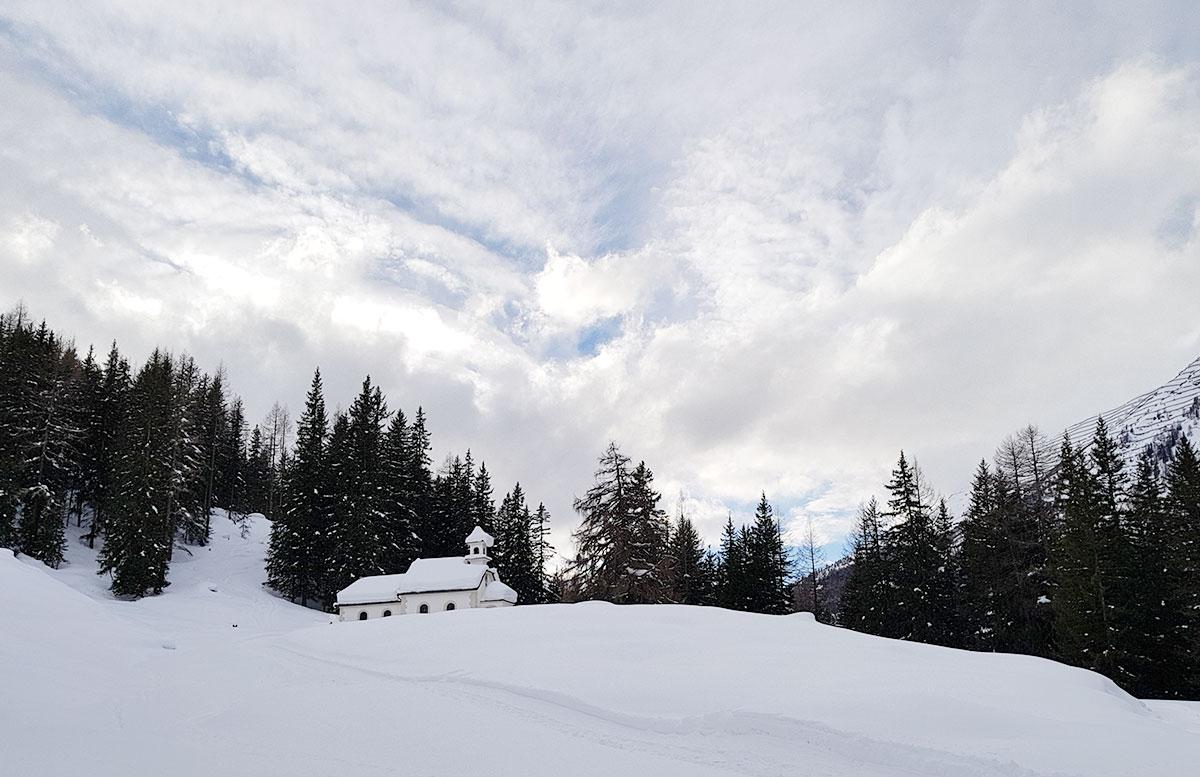 Schneeschuhwanderung zum Obernberger See walfahrtskirche