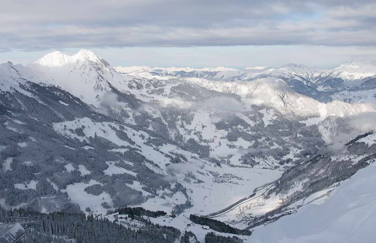 Ski-amade-made-my-Day-aufladen-in-dorfgastein-wolken-schnee