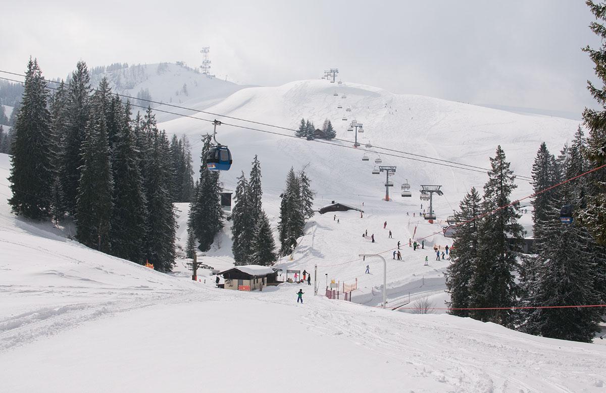 Skifahren im Salzburger Saalachtal im Familien-Skigebiet Lofer gondel abfahrt