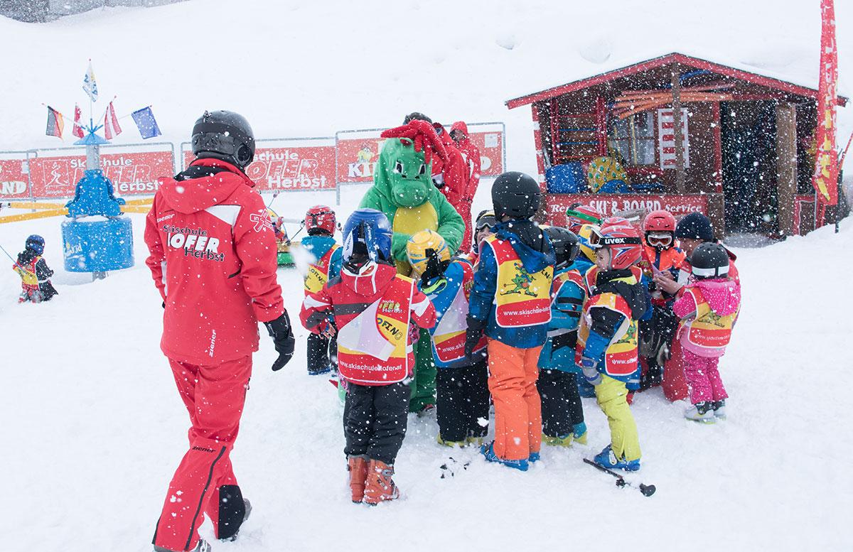 Skifahren-im-Salzburger-Saalachtal-im-Skigebiet-Lofer-dino