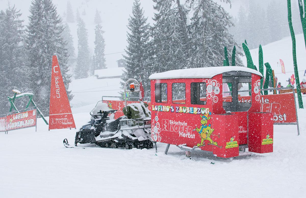 Skifahren im Salzburger Saalachtal im Familien-Skigebiet Lofer skischule herbst kurs zauberzug