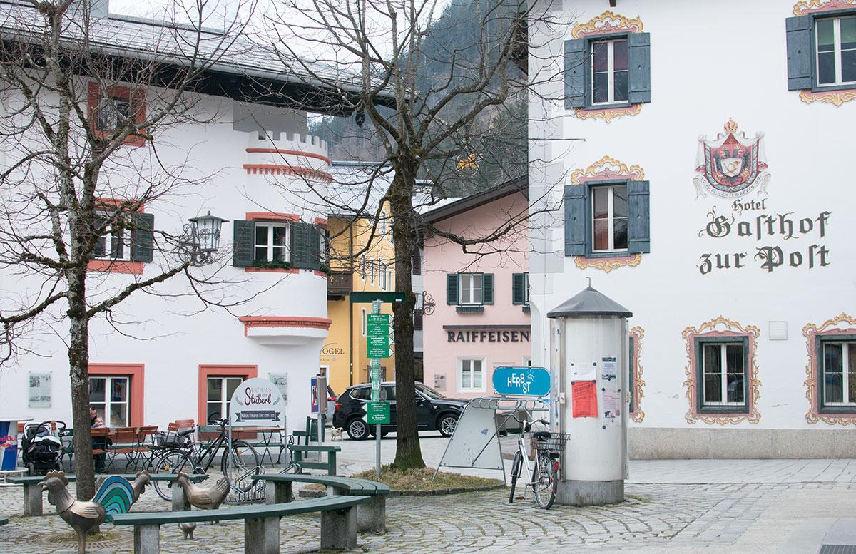 Skifahren-im-Salzburger-Saalachtal-im-Skigebiet-Lofer-ortsgebiet
