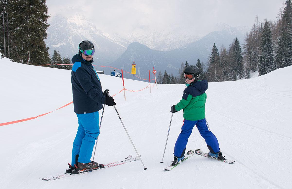 Skifahren-im-Salzburger-Saalachtal-im-Skigebiet-Lofer-skifahren-mit-papa