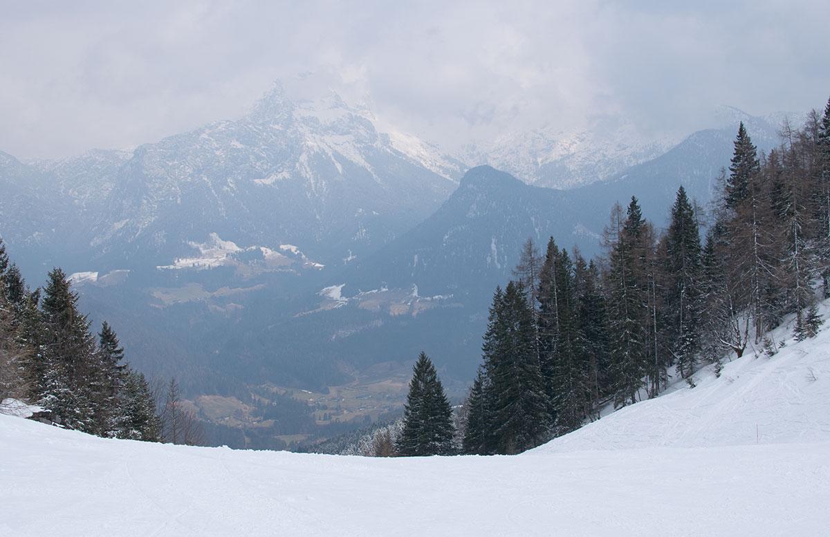 Skifahren im Salzburger Saalachtal im Familien-Skigebiet Lofer abfahrt tal