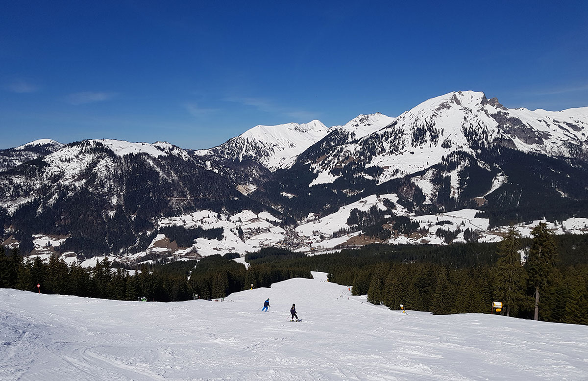 Skiregion-Dachstein-West-in-Gosau-pistenabfahrt