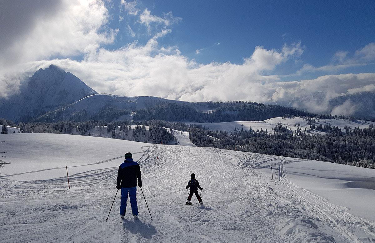 Skiregion-Dachstein-West-in-Gosau-vater-und-sohn