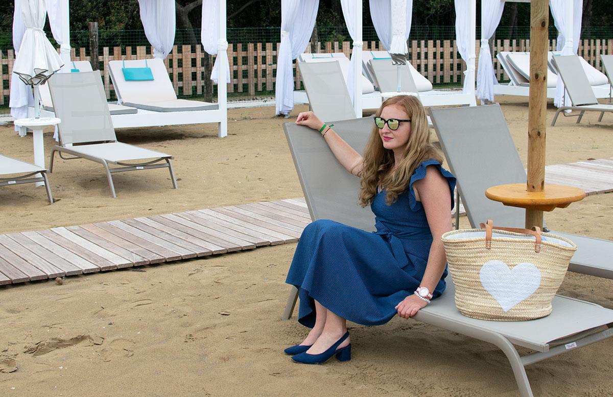 Sling-Pumps-Der-Trendschuh-des-Sommers-sonnenbrille-sitzend