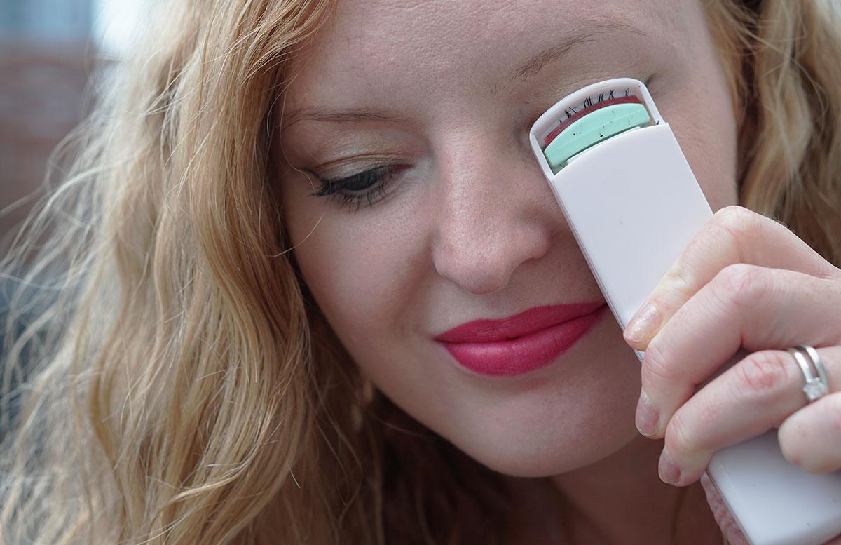 Sommer-Make-up-Haul-MAC,-Chanel,-Guerlain-und-Bobbi-Brown-wimpern-biegen