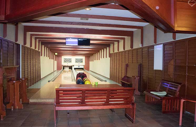 Sport-und-Wellness-in-Bük-indoor-pool-hotel-Danubius-Health-Spa-Resort-bowling-bahn