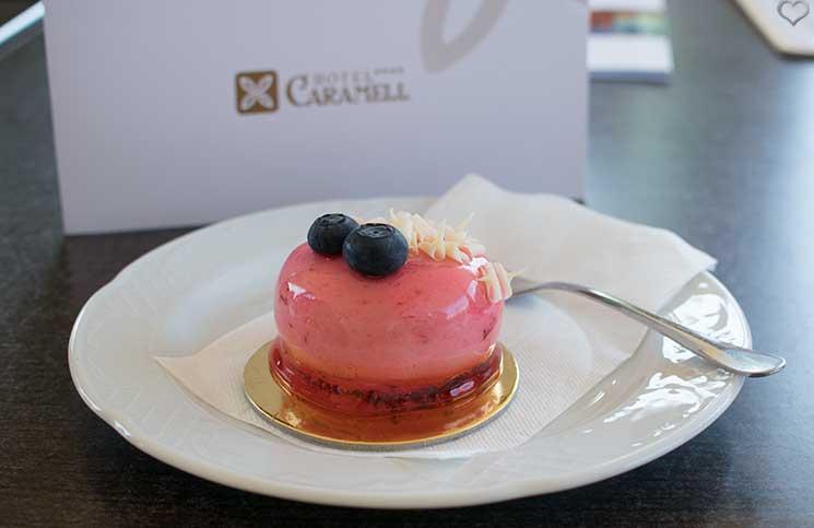 Sport-und-Wellness-in-Bük-kuchen-im-cafe-caramell
