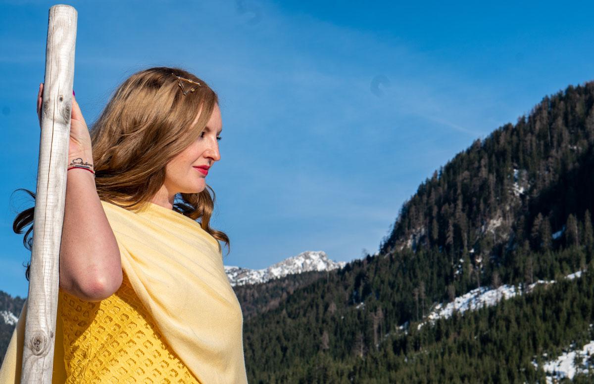 Statement-Haarspangen-Das-Trend-Accessoire-im-Frühling-haarklammer-blick-ferne