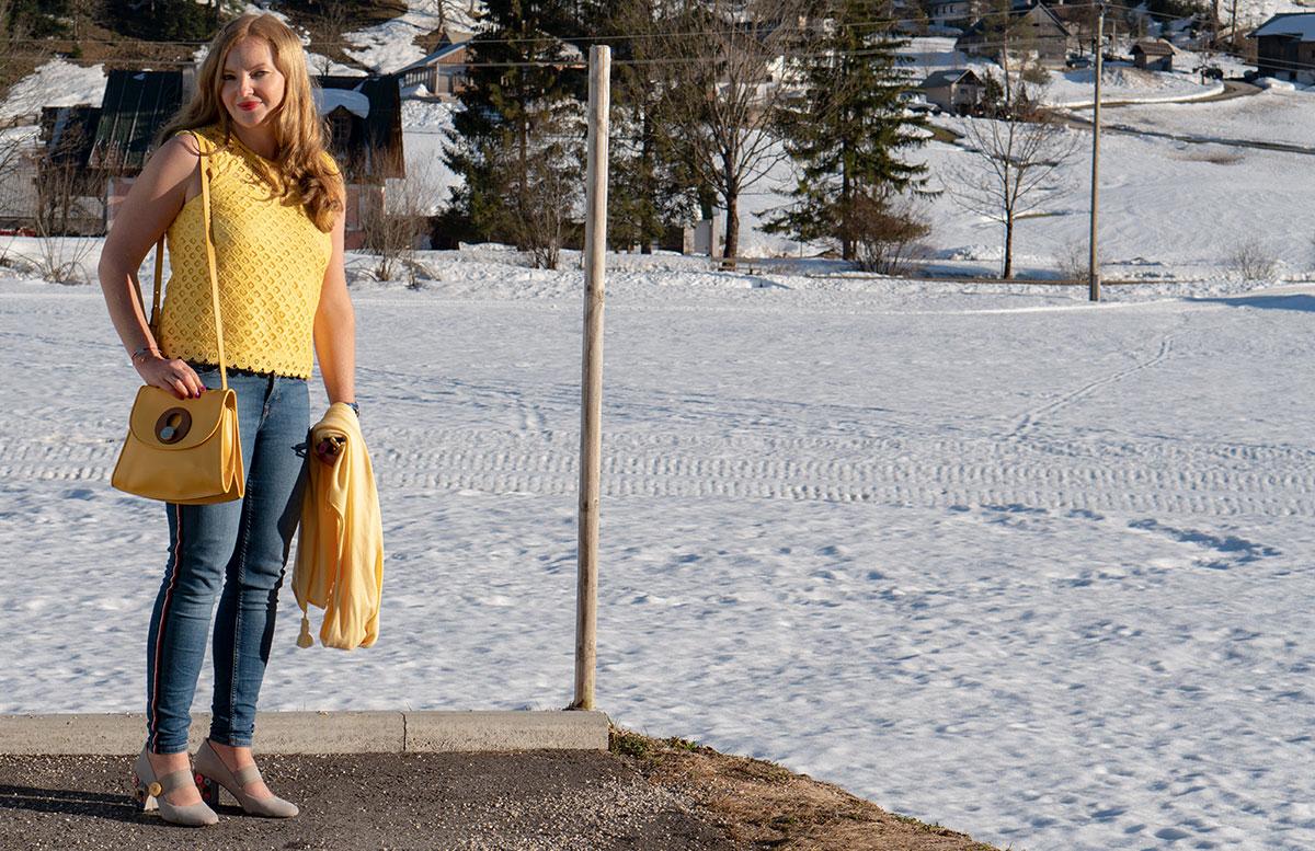 Statement-Haarspangen-Das-Trend-Accessoire-im-Frühling-haarklammer-outfit-vicky-shirt-ohne-poncho