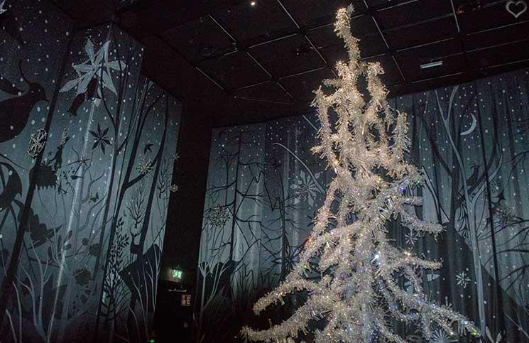 Swarovski-Kristallwelten-Silent-light-mit-kristallbaum