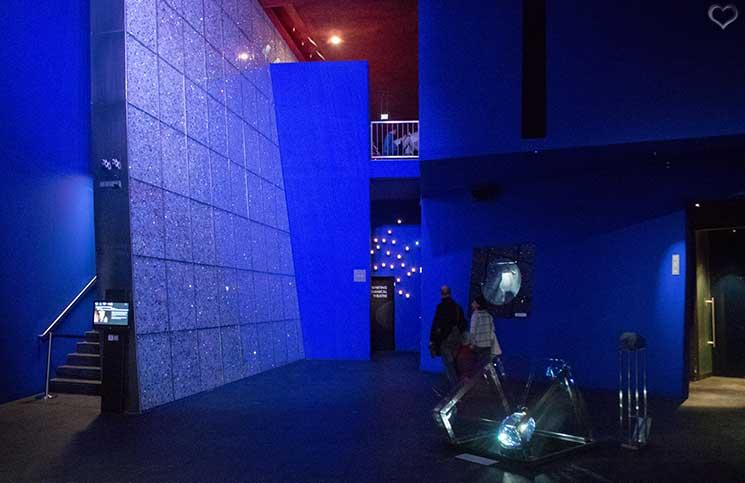 Swarovski-Kristallwelten-blaue-Halle