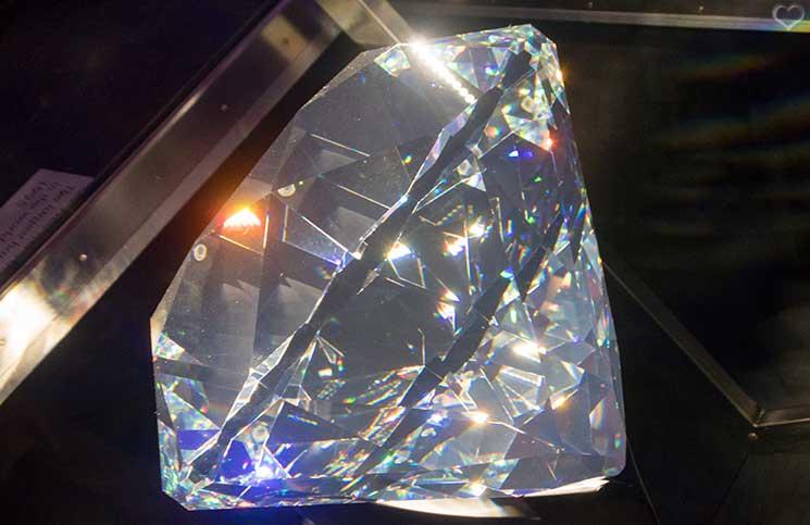 Swarovski-Kristallwelten-der-centenar-kristall