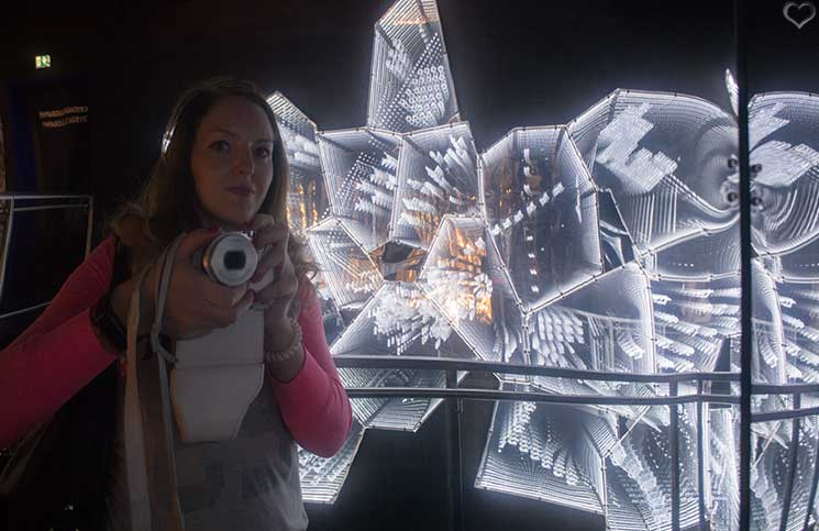 Swarovski-Kristallwelten-into-lattice-sun-lee-bul-selfie-vicky