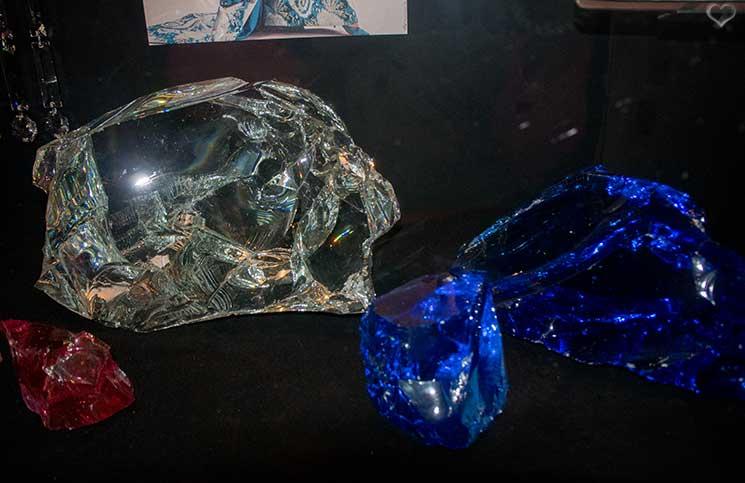 Swarovski-Kristallwelten-timeless-ungeschliffene-kristalle
