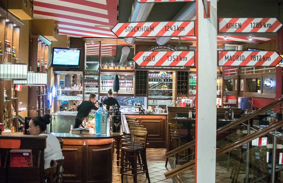 tgi-fridays-amerikanisches-steakhouse-in-wien-tgi-fridays-innenraum