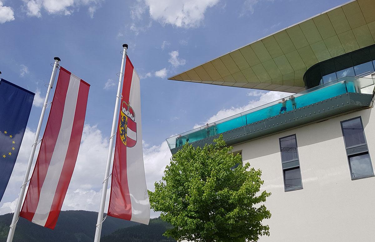 Tauern-Spa-Wasserwelt-in-Zell-am-See-infinity-pool