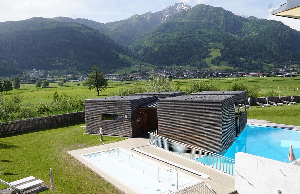 Tauern-Spa-Wasserwelt-in-Zell-am-See-outdoor-spabereich