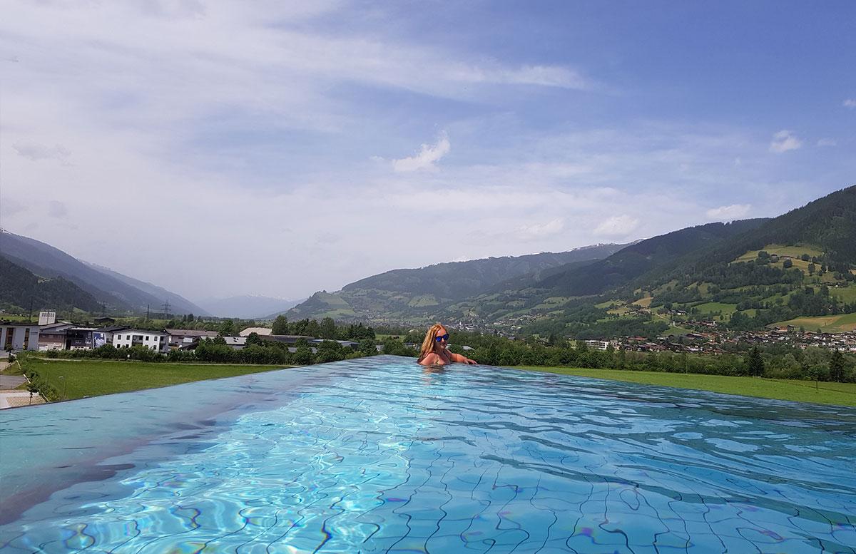 Tauern-Spa-Wasserwelt-in-Zell-am-See-spabereich-INFINITY-pool