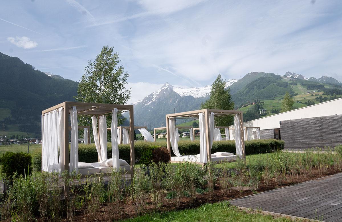 Tauern-Spa-Wasserwelt-in-Zell-am-See-spabereich-outdoor-betten
