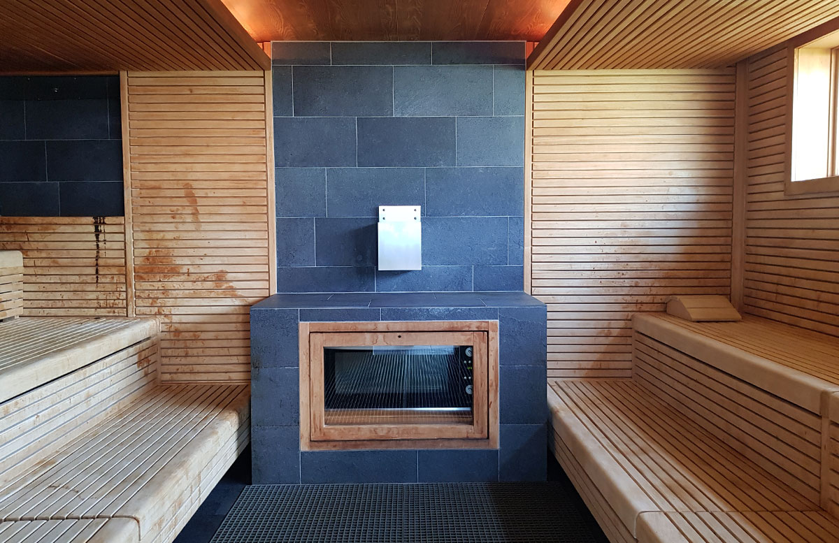 Tauern-Spa-Wasserwelt-in-Zell-am-See-spabereich-sauna-mit-ofen