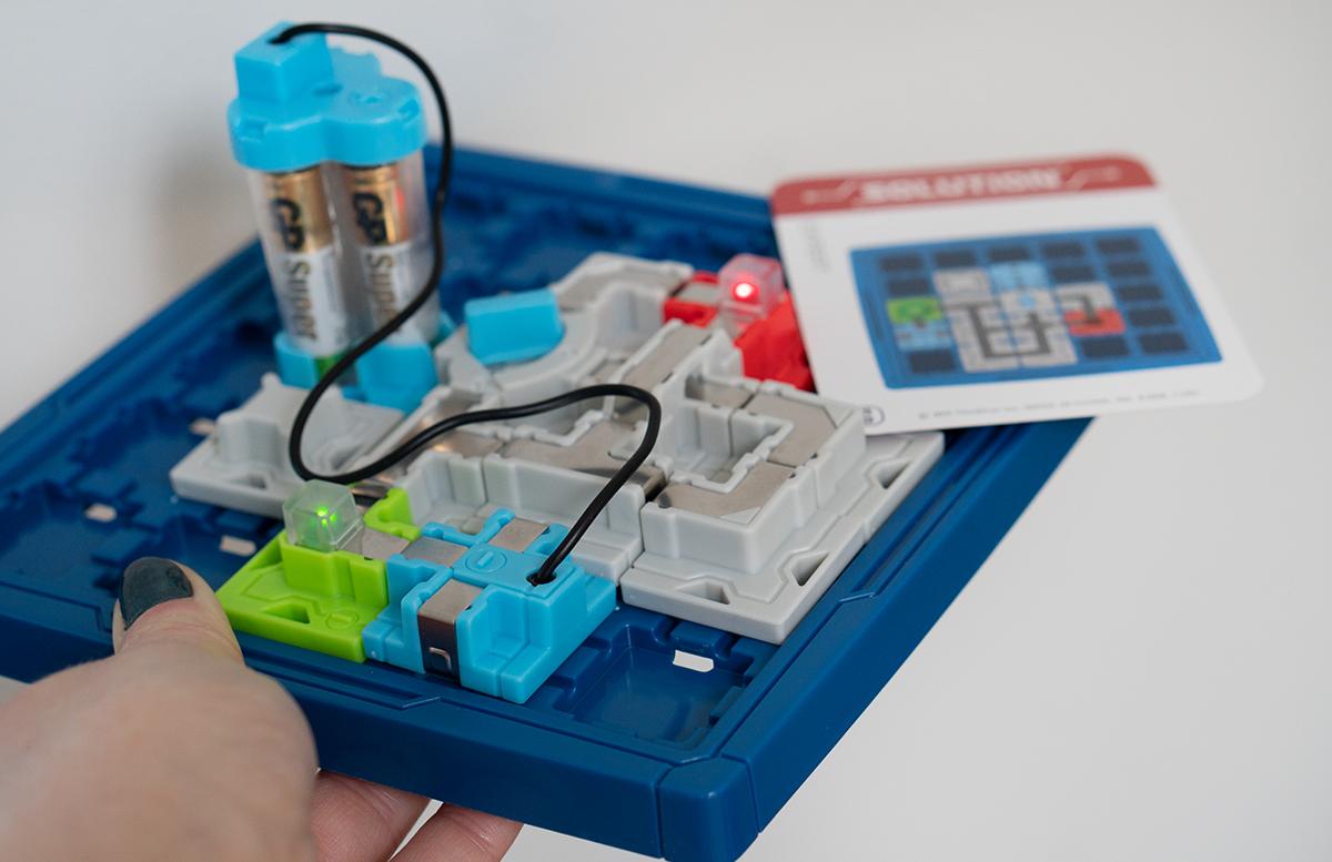 Thinkfun Laser Maze und Circuit Maze Logikspiele detail leuchtende lichter