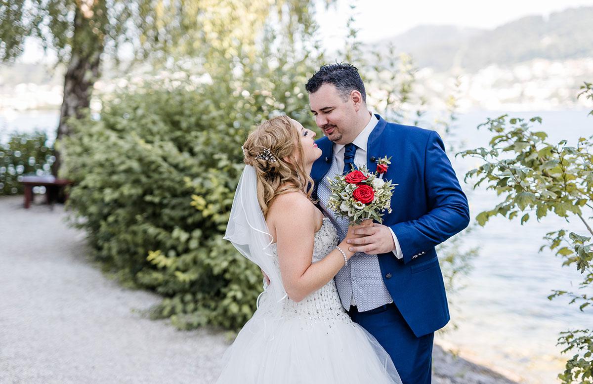 Unsere-Hochzeit-in-Gmunden-Standesamt-Schloss-Orth-blick-am-see