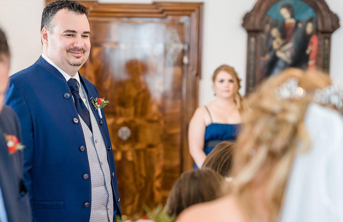 Unsere-Hochzeit-in-Gmunden-Standesamt-Schloss-Orth-bräutigam