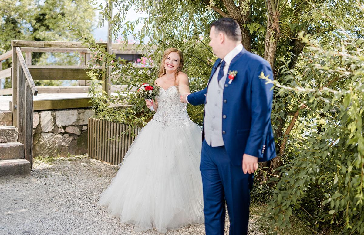 Unsere-Hochzeit-in-Gmunden-Standesamt-Schloss-Orth-brautpaar-bilder