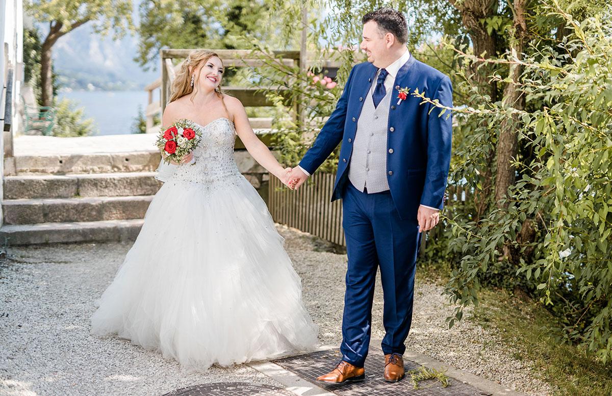 Unsere-Hochzeit-in-Gmunden-Standesamt-Schloss-Orth-er-zieht-mich