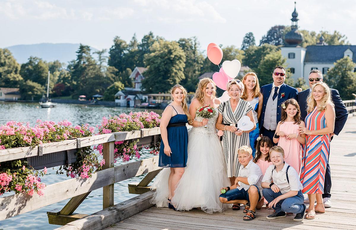 Unsere-Hochzeit-in-Gmunden-Standesamt-Schloss-Orth-familie-brücke