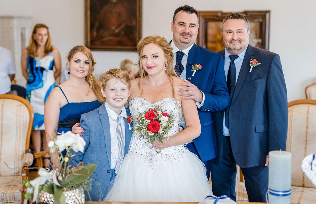 Unsere-Hochzeit-in-Gmunden-Standesamt-Schloss-Orth-familie