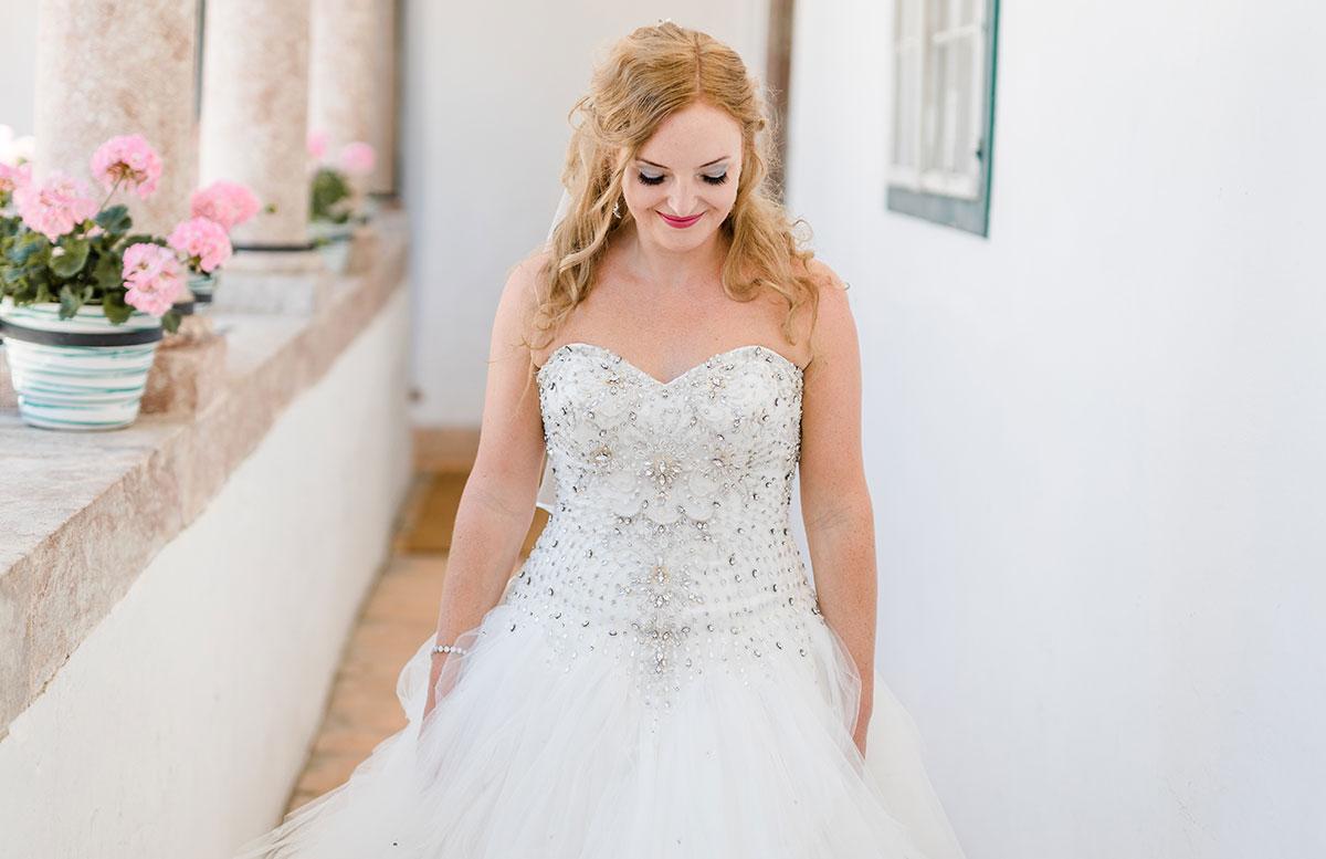 Unsere-Hochzeit-in-Gmunden-Standesamt-Schloss-Orth-vicky-detail-kleid