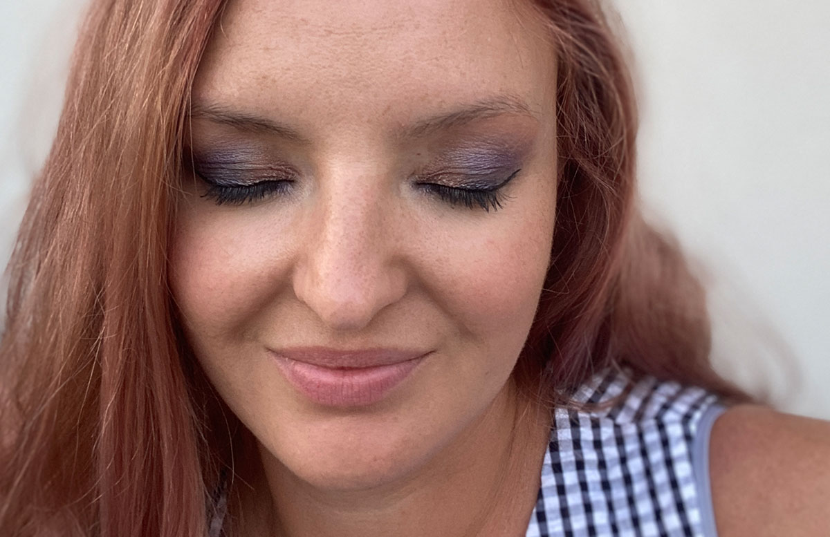 Urban-Decay-NAKED-Ultraviolet-Eyeshadow-Palette-vicky-rosa-haare