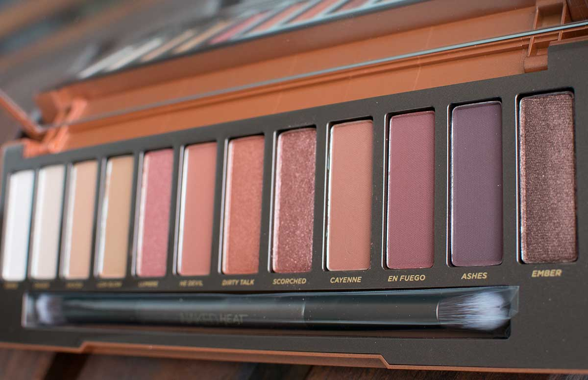 Urban Decay NAKED Heat Eyeshadow Palette detail look matte und schimmernde farben