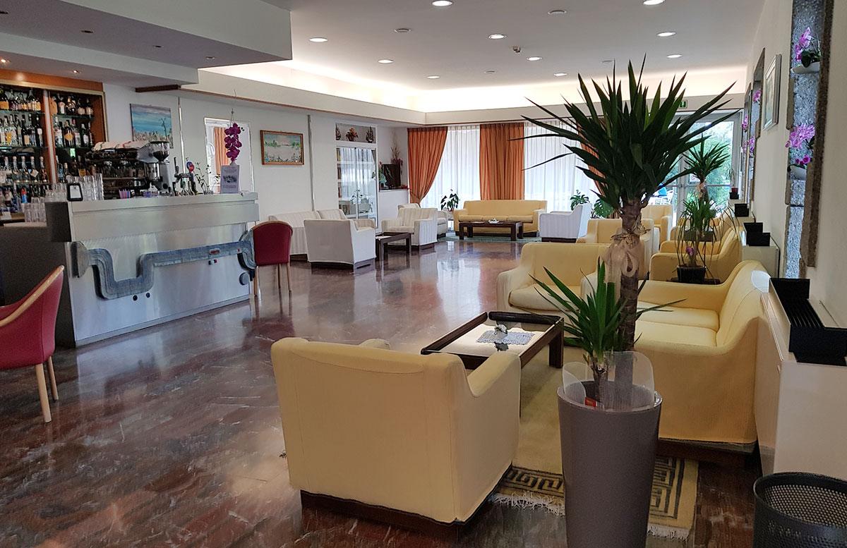 Urlaub-in-Lignano-Hotel-Meridianus-eingangsbereich