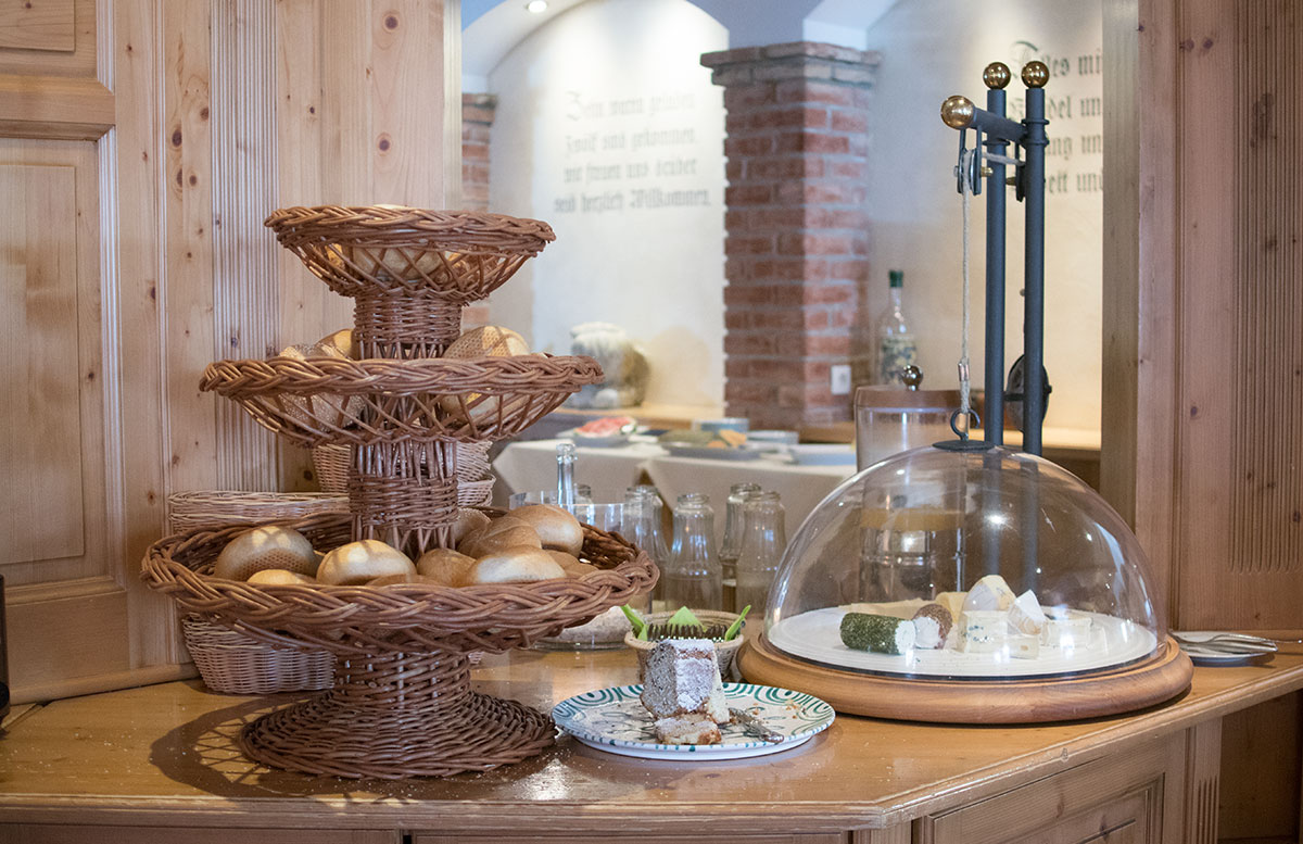 Walchhofer's Hotel Alpenhof in Filzmoos frühstück brötchen