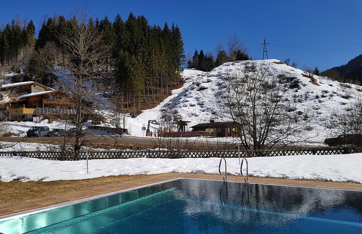 Walchhofer's-Hotel-Alpenhof-in-Filzmoos-pool-und-umgebung
