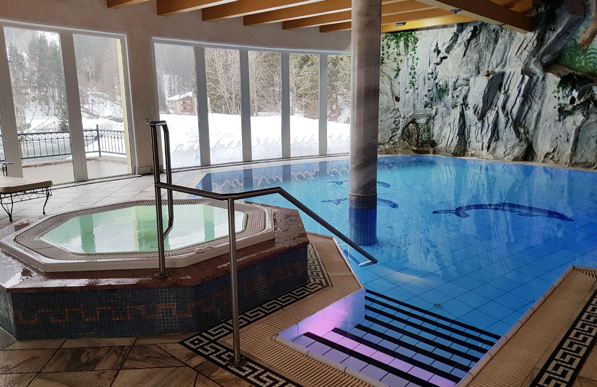 Walchhofer's Hotel Alpenhof in Filzmoos pool